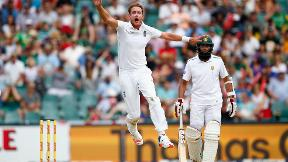 Broad takes 5-1 against South Africa