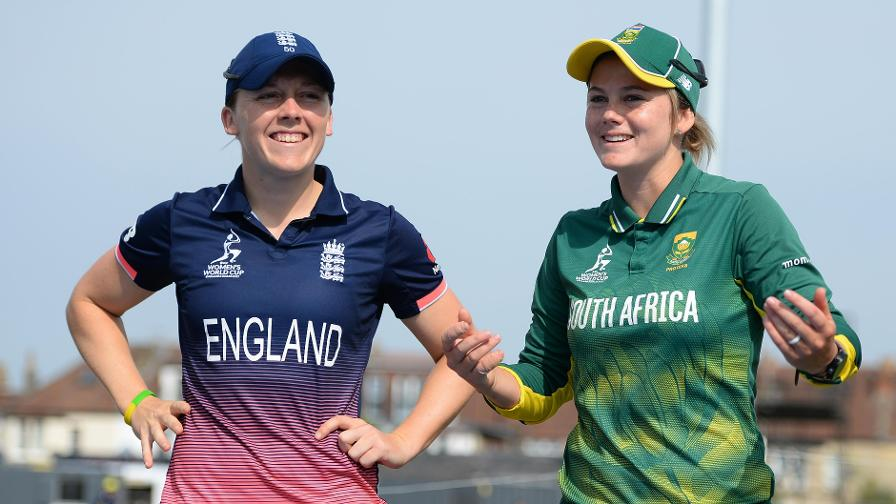 Heather Knight and Dane van Niekerk at the toss which the South Africa captain won and opted to bat