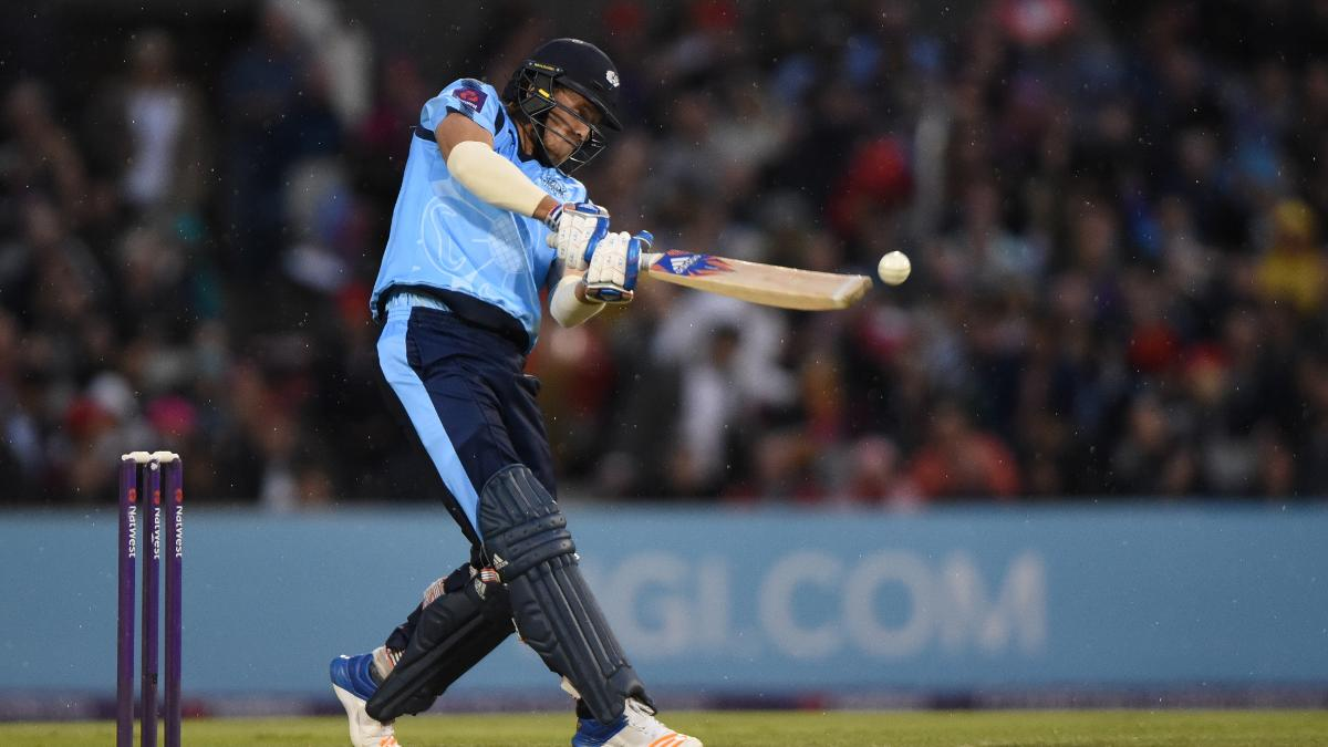 David Willey on the attack for Yorkshire Vikings