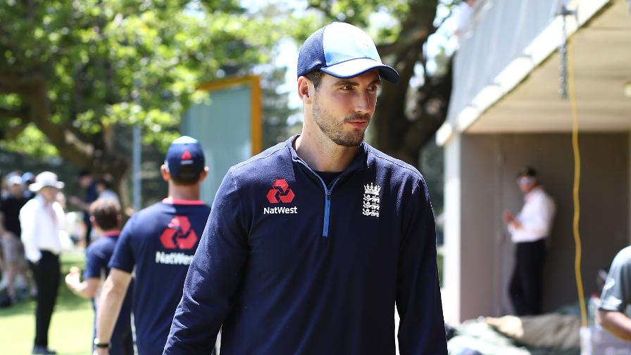 Steven Finn leaves Ashes tour