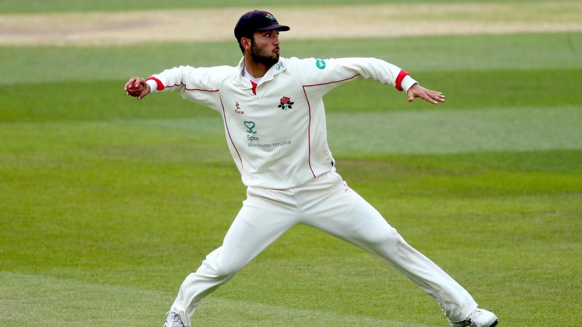 BULLSEYE - Saqib Mahmood lines up the throw to run out Dominic Sibley