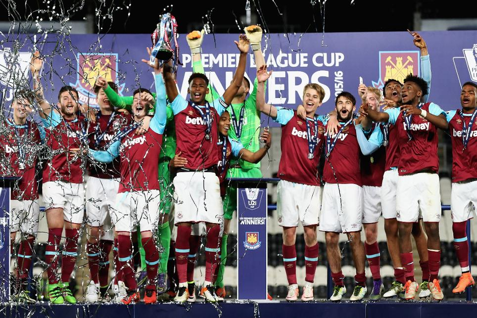 West Ham captain Reece Oxford lifts the 2015/16 U21 Premier League Cup