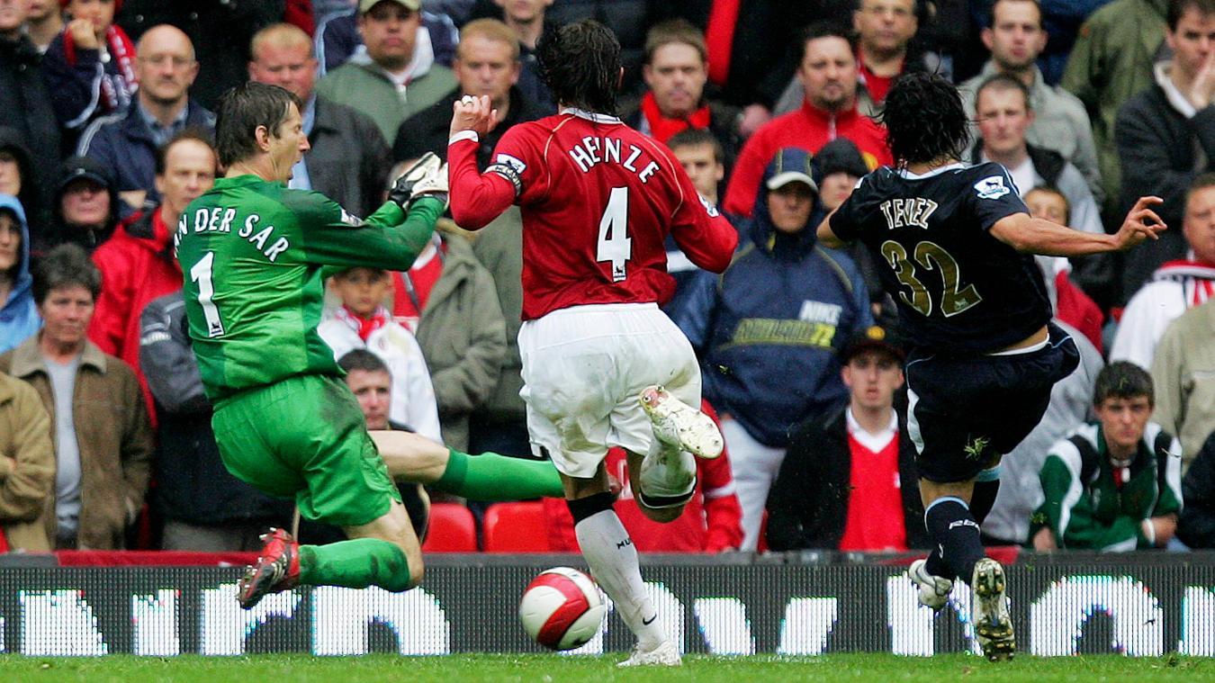 Carlos Tevez scores the winner against Man Utd on the final day