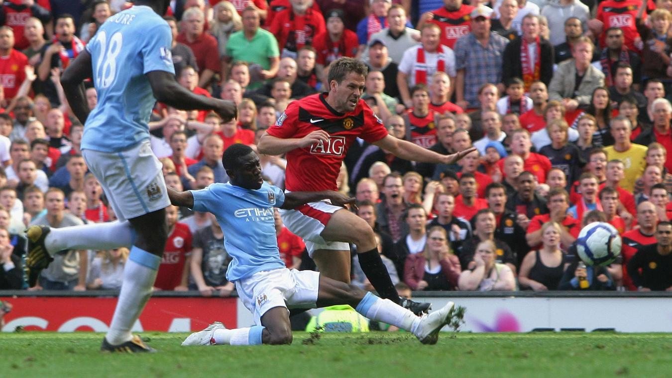 Michael Owen slots in Man Utd's winner deep into stoppage-time