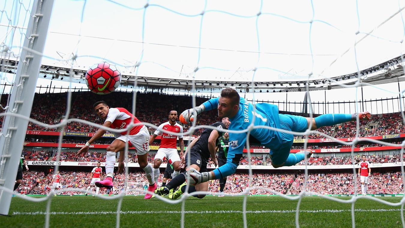 Arsenal forward Alexis Sanchez goes close to scoring against Stoke City